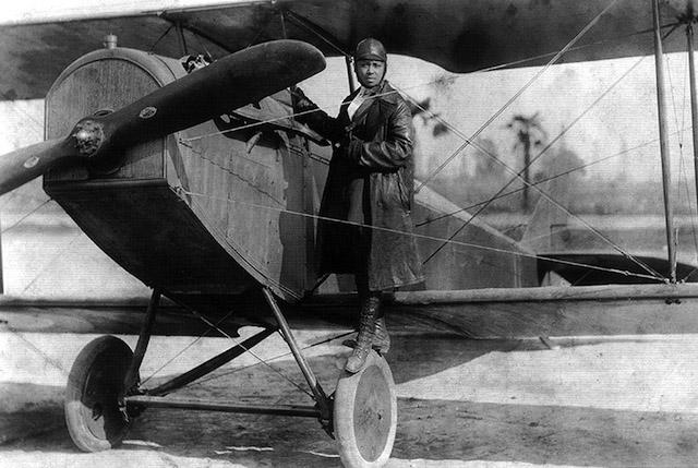 Bessie_Coleman_and_her_plane_1922
